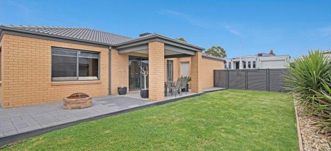 Kangaroo Flat – Billiard House